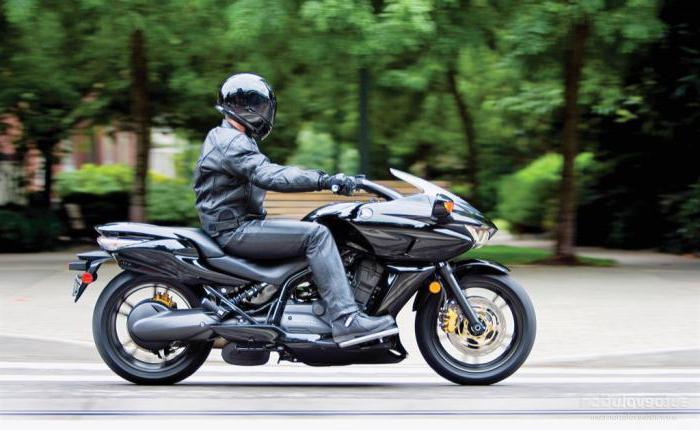 Секс на природе на мотоцикле