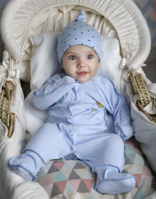 малыш в голубом