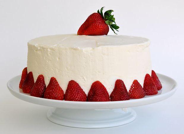 Торт с готовыми коржами и сгущенкой и сметаной