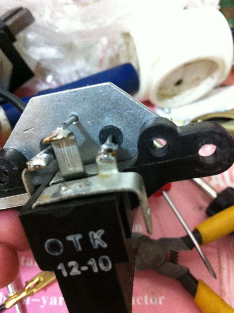 Реле зарядки ВАЗ-2107 где находится карбюратор
