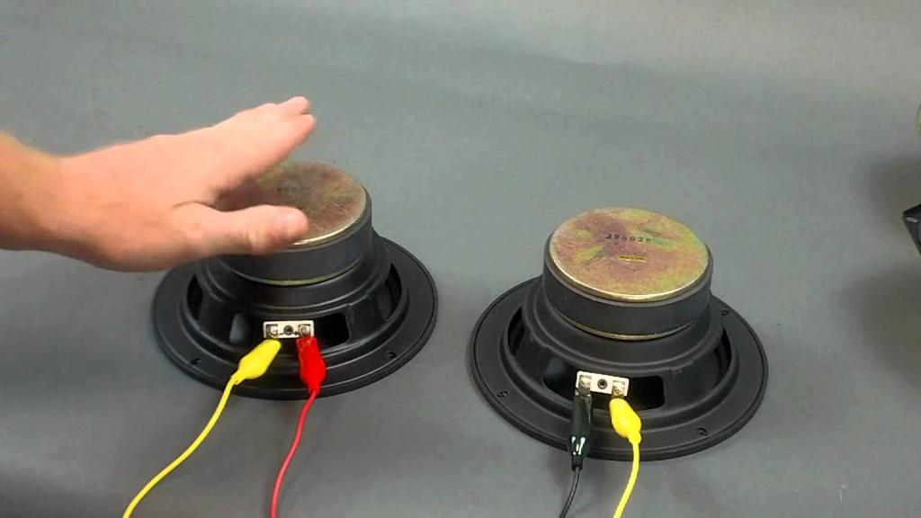 Radio Pioneer subwoofer connection