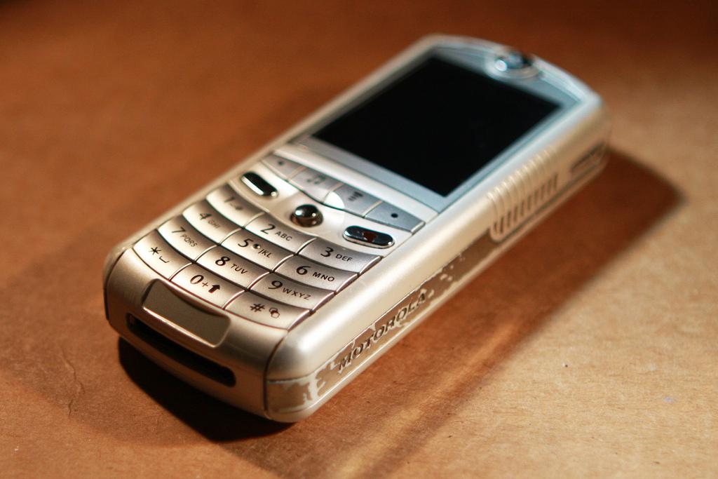 История создания и подробное описание телефона Motorola E1