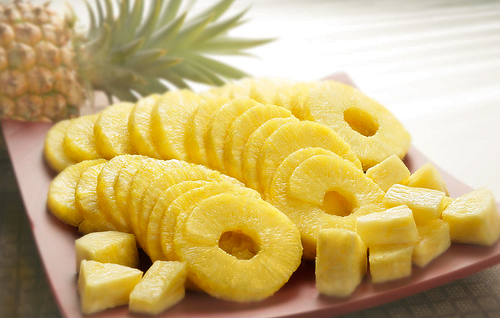 salad of chicken breast and canned pineapple
