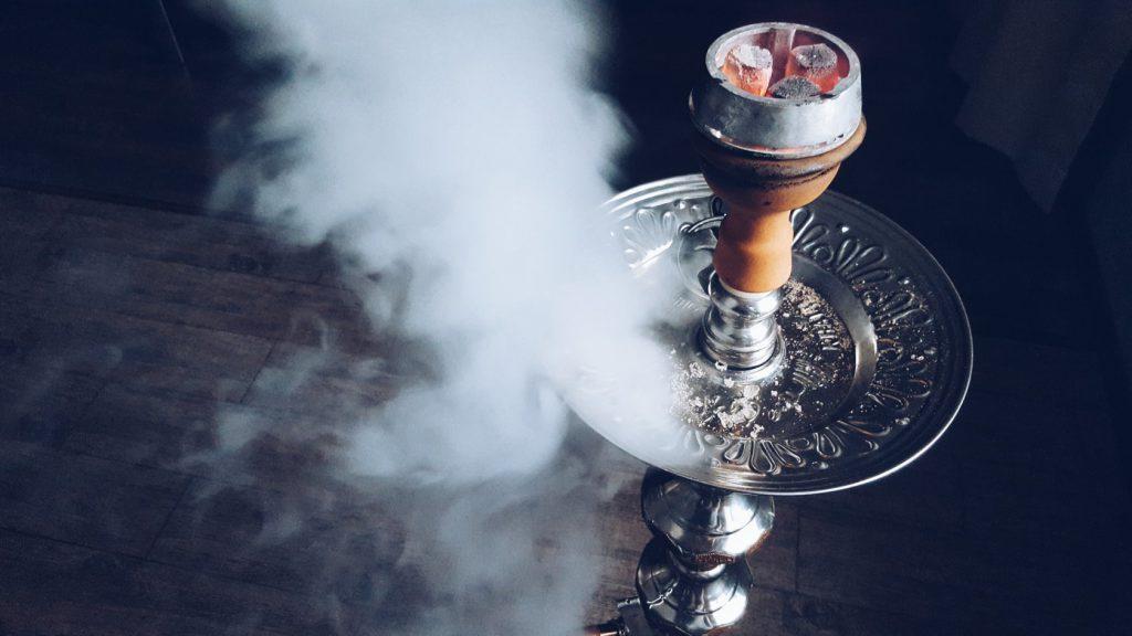 Курить кальян и заниматься сексом