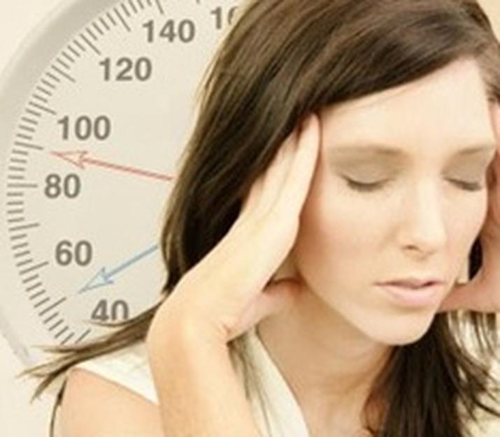 Головная боль при низком давлении: что делать, как снять, симптомы