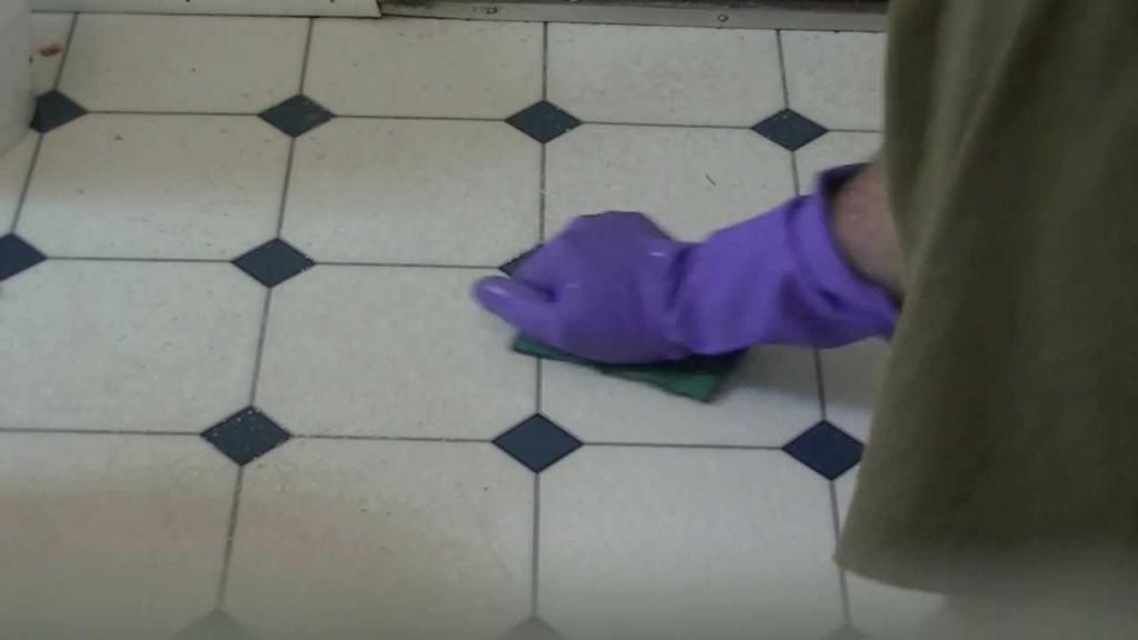 Чем отмыть грунтовку с линолеума? Проверенные способы и эффективные средства