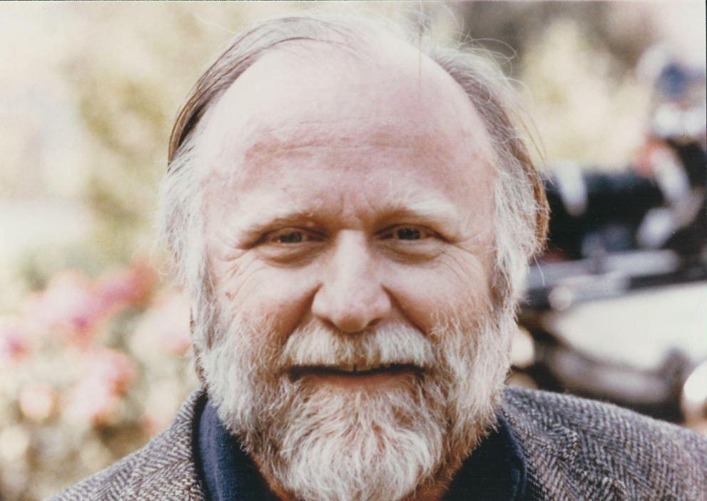a look into the life of frank herbert Biography early life frank herbert was born on october 8, 1920, in tacoma, washington, to frank patrick herbert, sr and eileen (mccarthy) herbertbecause of a poor home environment, he ran away from home in 1938 to live with an aunt and uncle in salem, oregon.