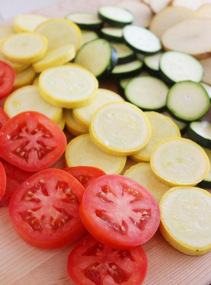Запечные овощи с куриной грудкой