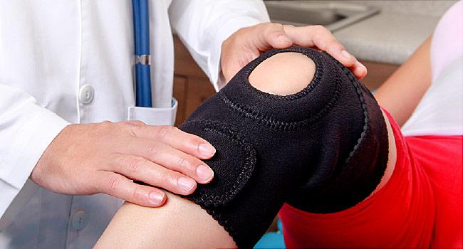 почему болят колени после родов