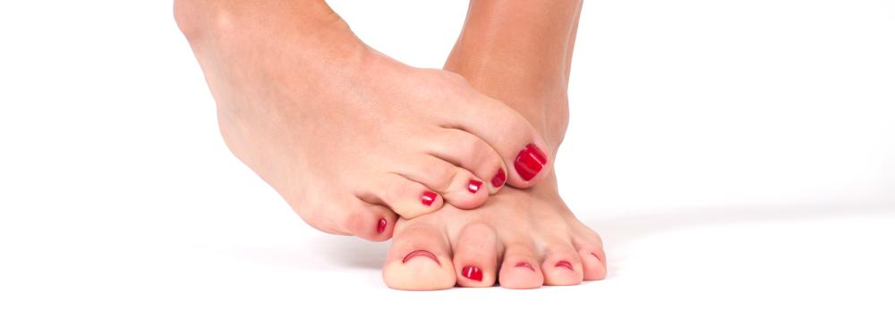 ноготь на большом пальце отходит от кожи