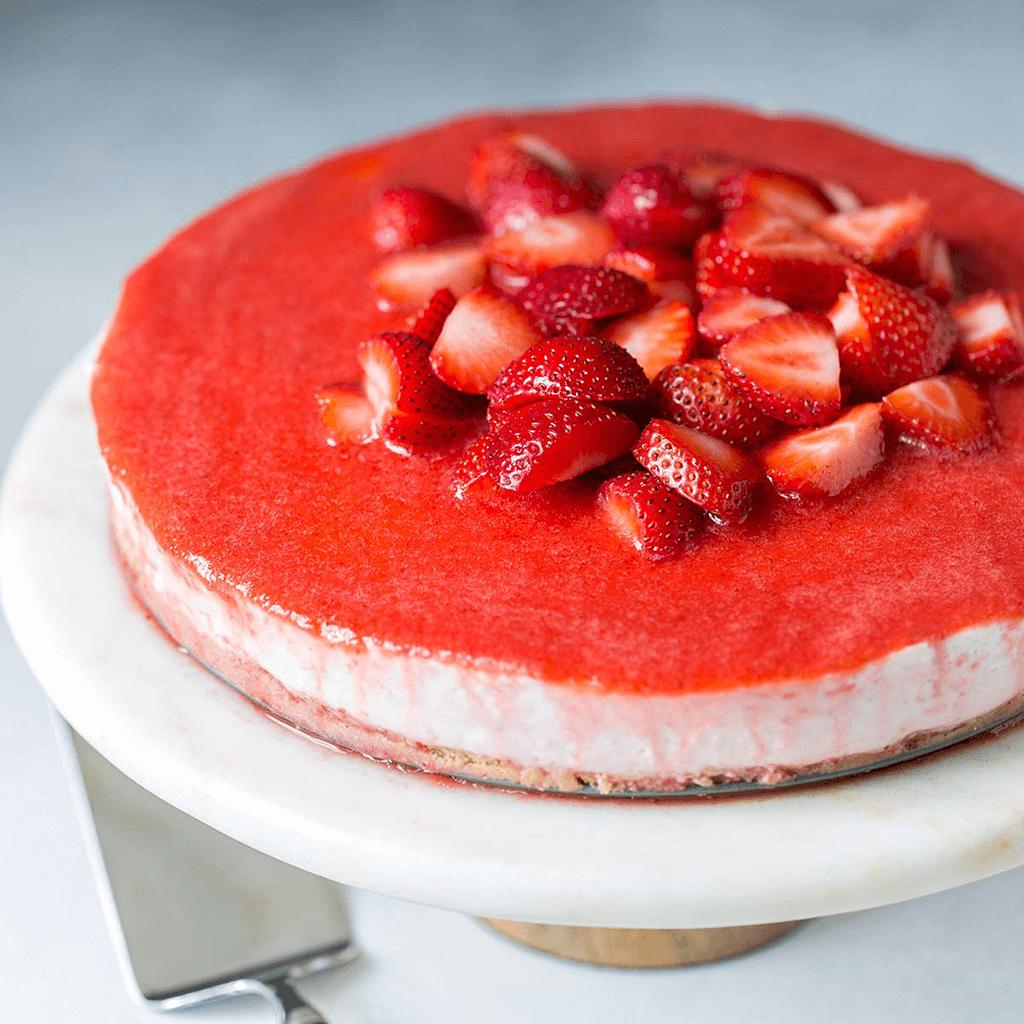 non-baked cheesecake with strawberries and jelly