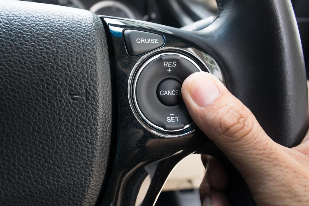 Нажатие кнопки круиз - контроля