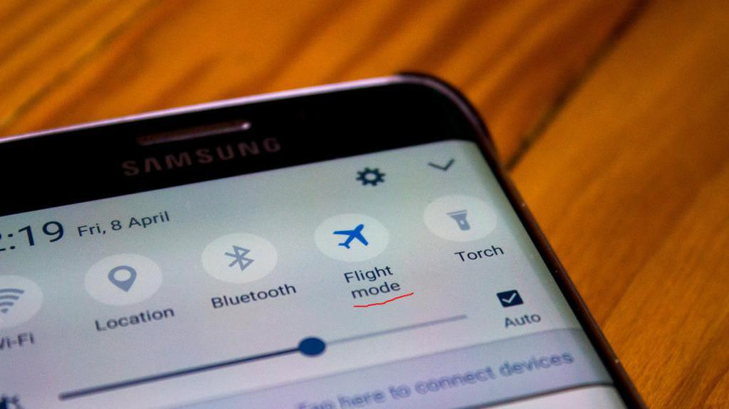 телефон не принимает входящие вызовы из-за режима полета