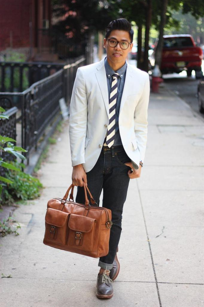 combination of a leather bag with denim
