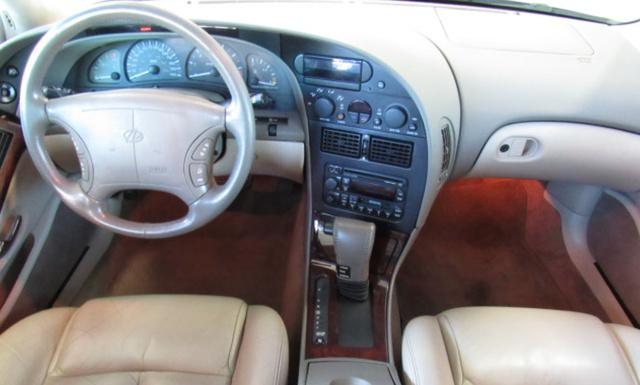 Интерьер Oldsmobile Aurora