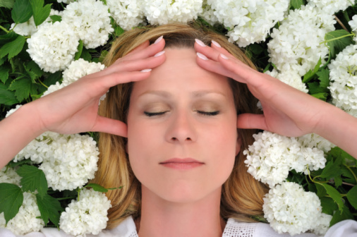 Как облегчить головную боль при мигрени - особенности, способы и рекомендации