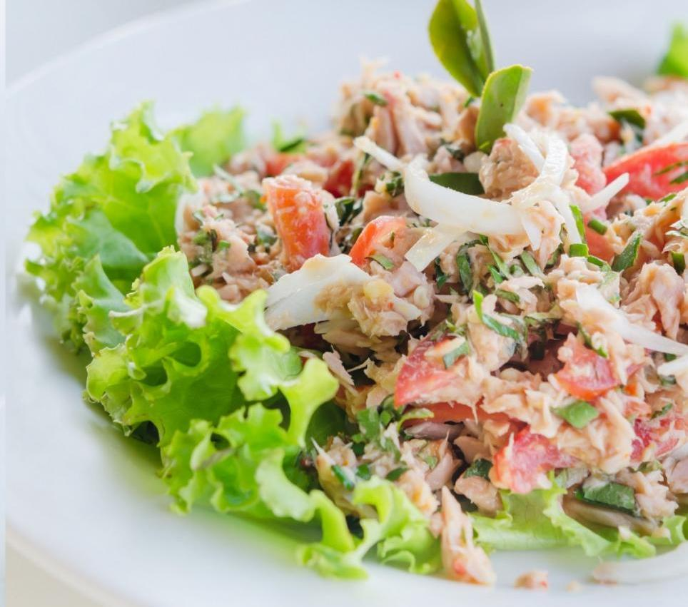 Салат цезарь с тунцом фото рецепт