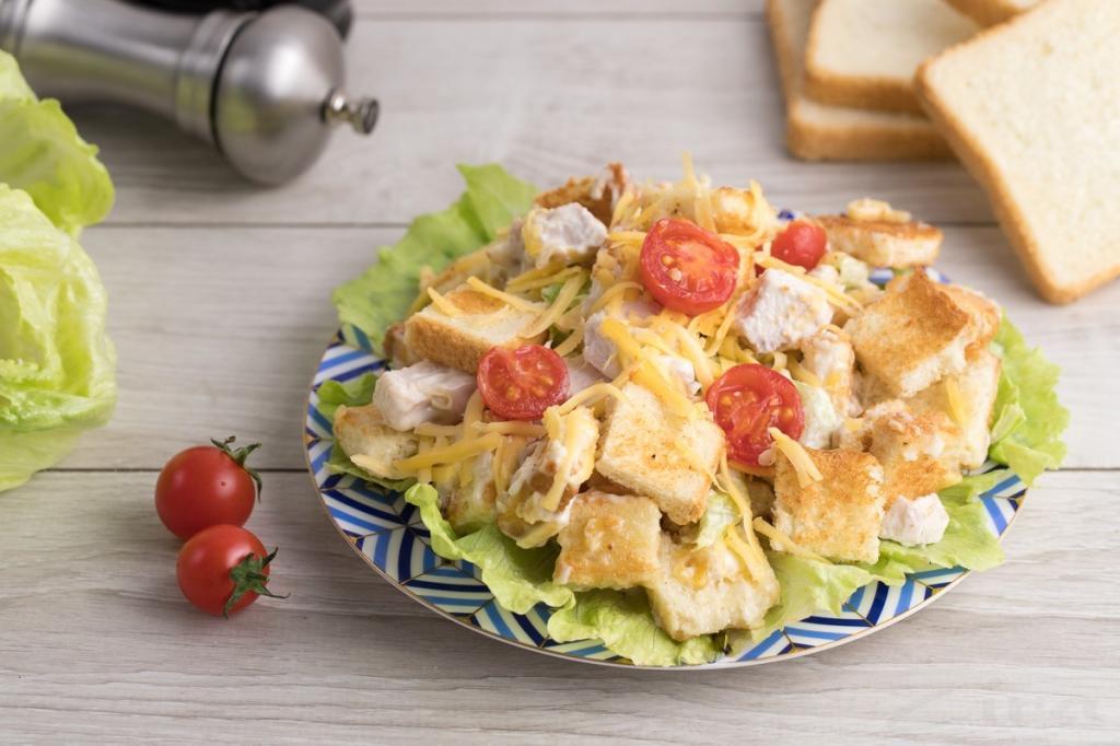 Простой салат с кириешками: рецепт, особенности приготовления и отзывы