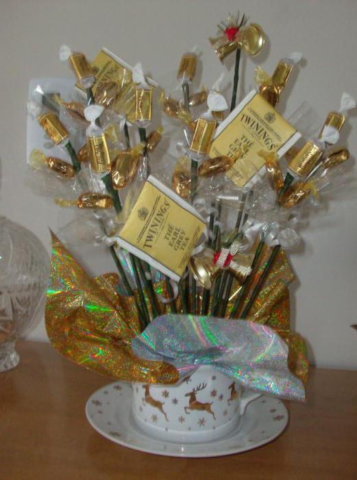 Букеты из конфет и чая - лучший подарок сладкоежке!