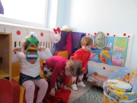 Уголок ряженья в детском саду фото