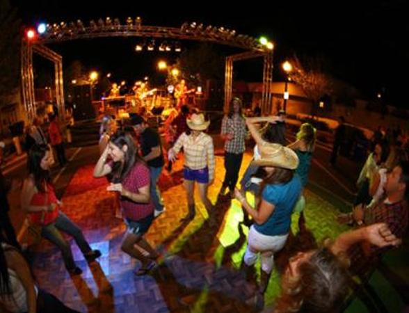 танцы на ковбойской вечеринке