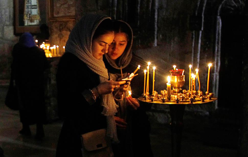 девушки в православном храме
