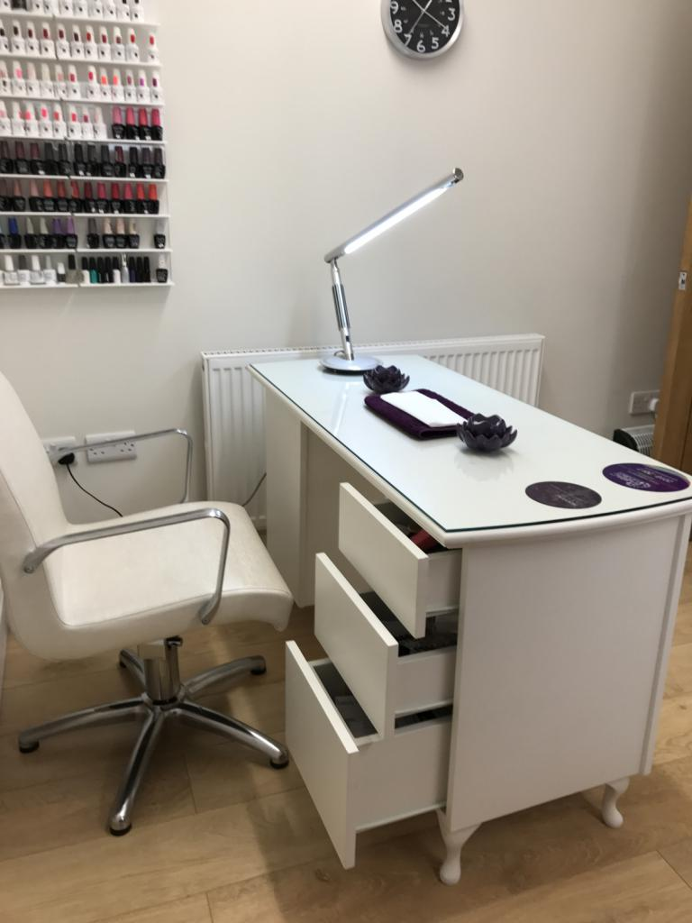 manicure cabinet at home