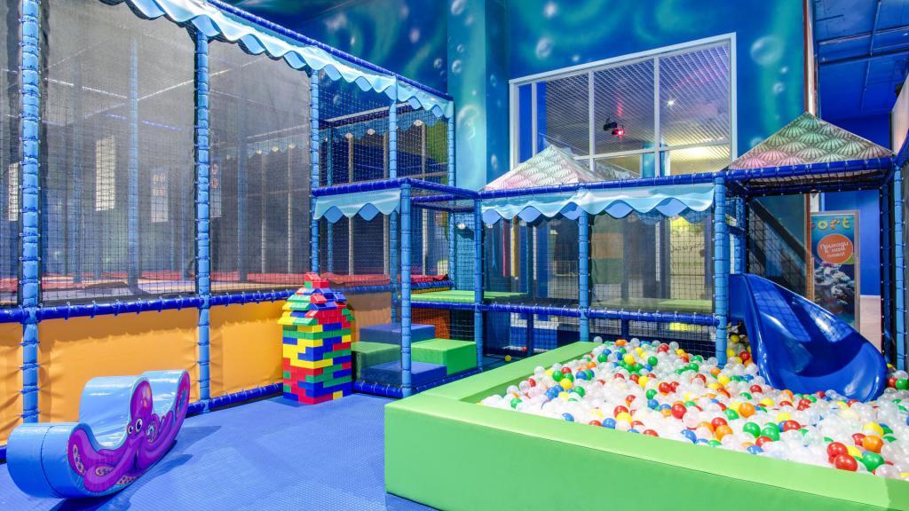 Entertainment center in the shopping center Luzhayka
