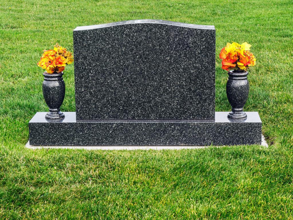 надгробные камни фото лёгкие