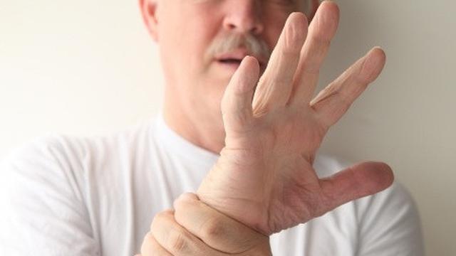 водяные прыщики на пальцах рук причины и лечение