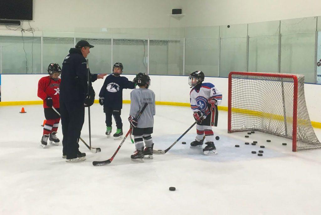 хоккейная тренировка на льду