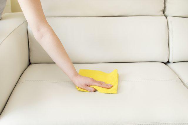 Почистить диван в домашних условиях от разводов на 857