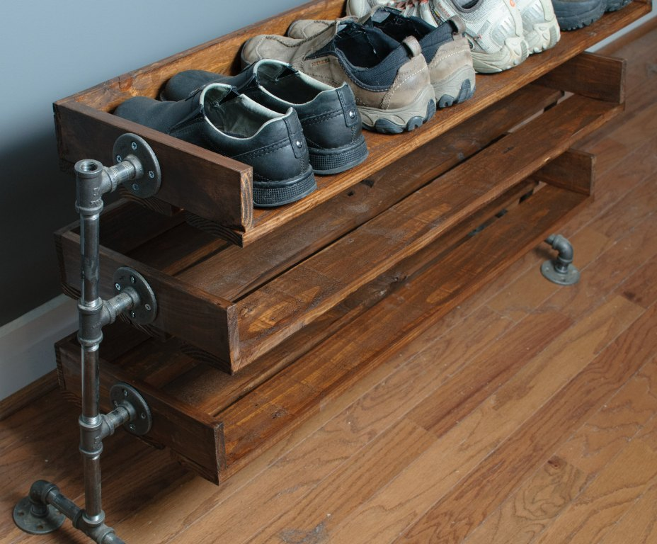Shelf for shoes from improvised means