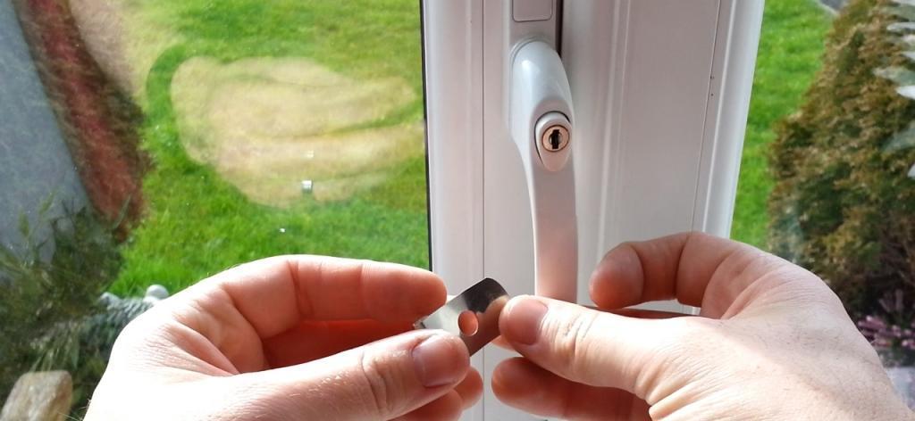 Как установить ограничитель на пластиковое окно своими руками: порядок работ и полезные советы