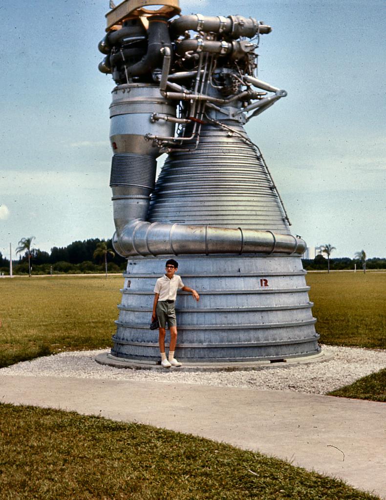 Самый большой ракетный двигатель F-1