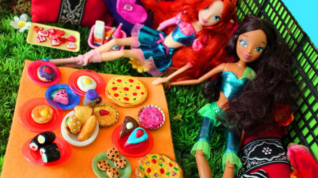 food and dishes for a cardboard doll