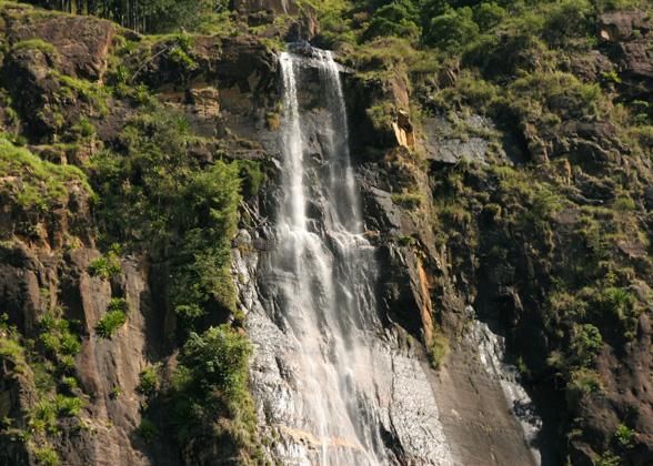 best waterfalls sri lanka