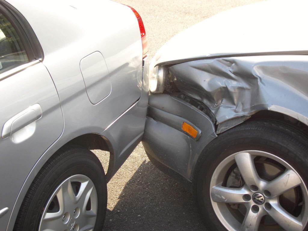 ДТП на парковке: действия водителя, штраф
