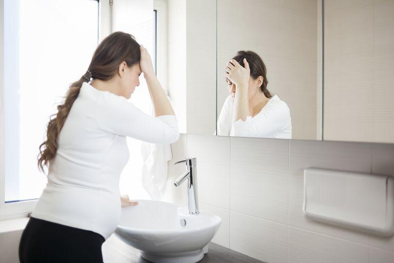 Сильная головная боль и рвота у взрослого