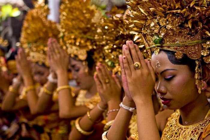 какая традиционная религия народов полуострова индостан