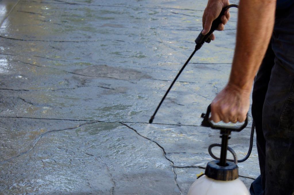 как покрыть бетон жидким стеклом