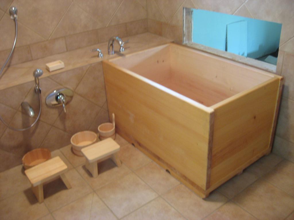 Отделка помывочной в бане плиткой