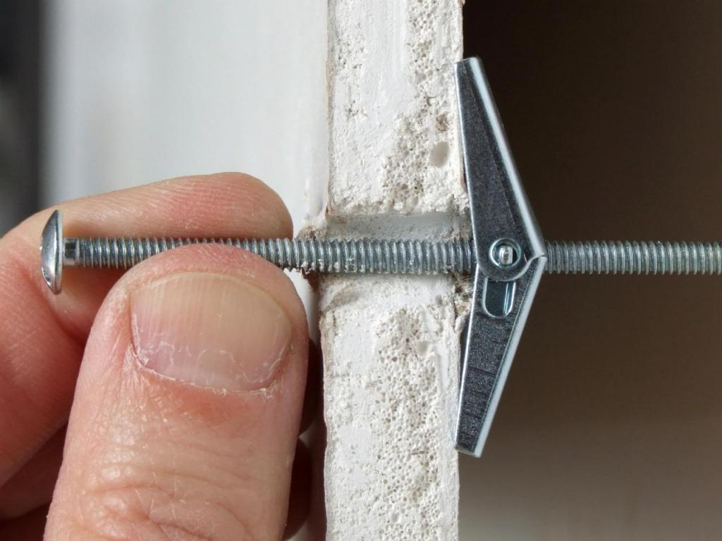 Principle of operation of fasteners with sliding plates