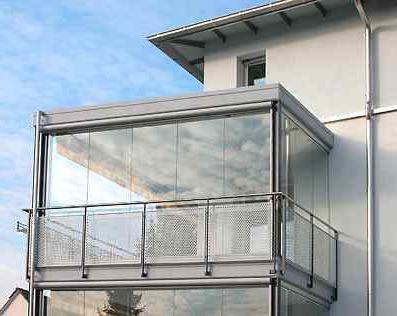 Застекленный балкон - хорошая защита от непогоды.