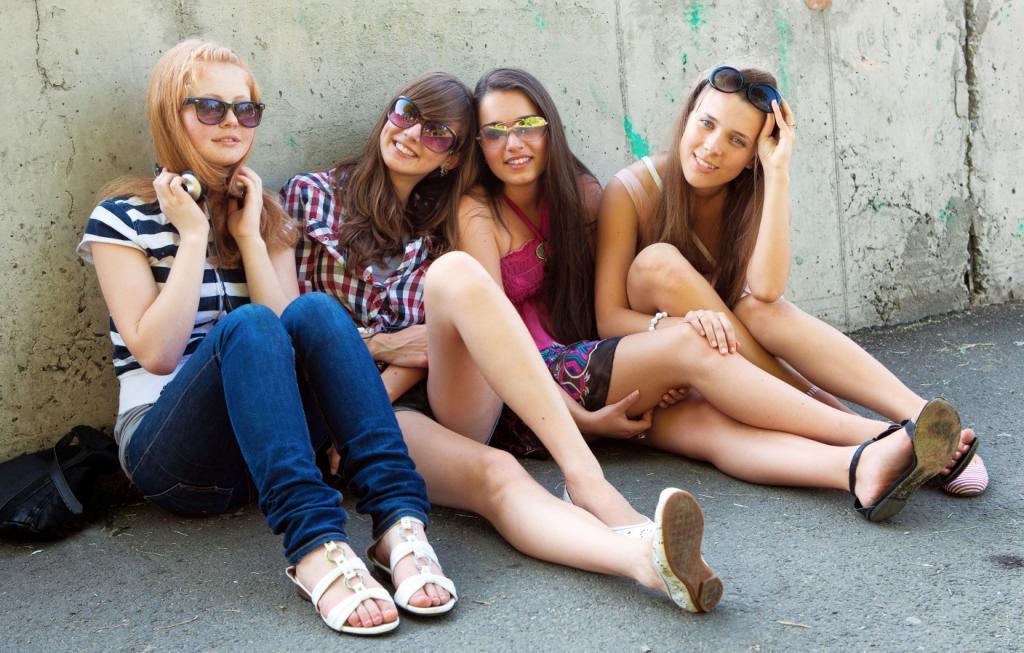 Компания девочек подросток