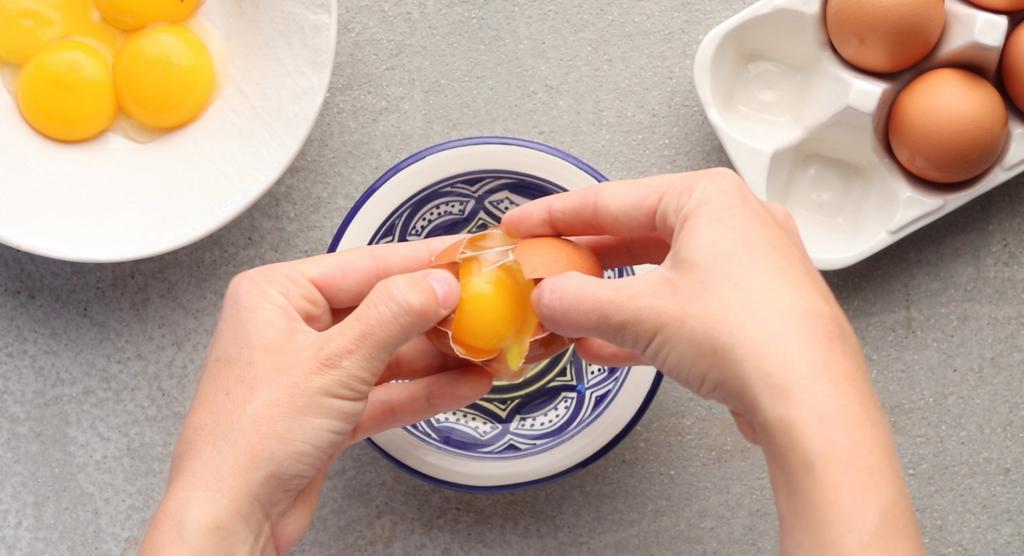 Как сделать яичные белки