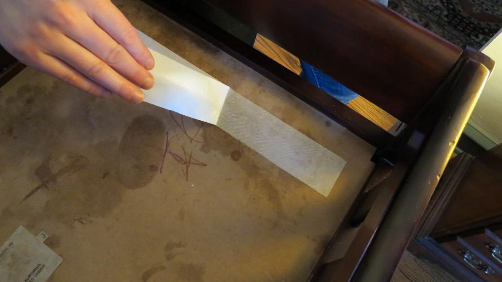 Как удалить пятно от скотча на мебели фото