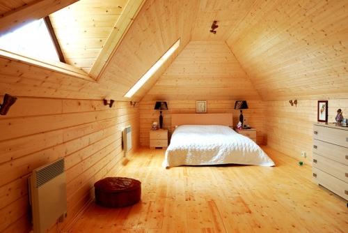 room sheathed photo