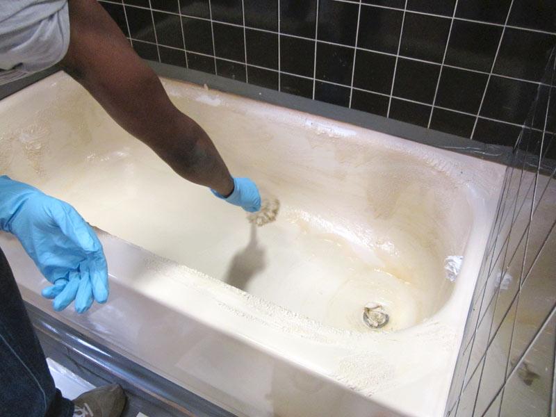 почистить налет в ванной