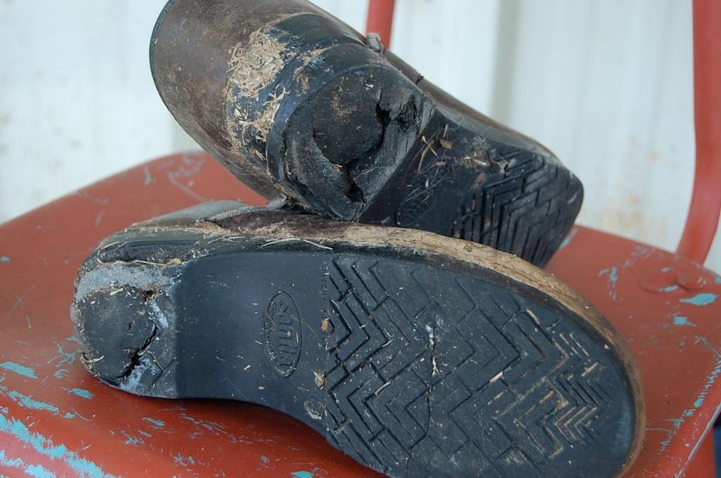 как отремонтировать подошву обуви если она лопнула